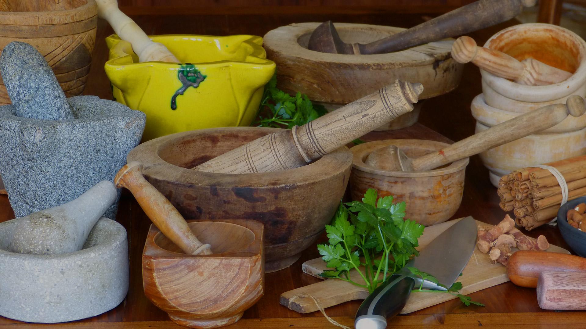 Mortier-cuisine-bois-céramique-pierre-les-causeries-culinaires-recettes-ancetres-boutique-cours-cuisine-histoire
