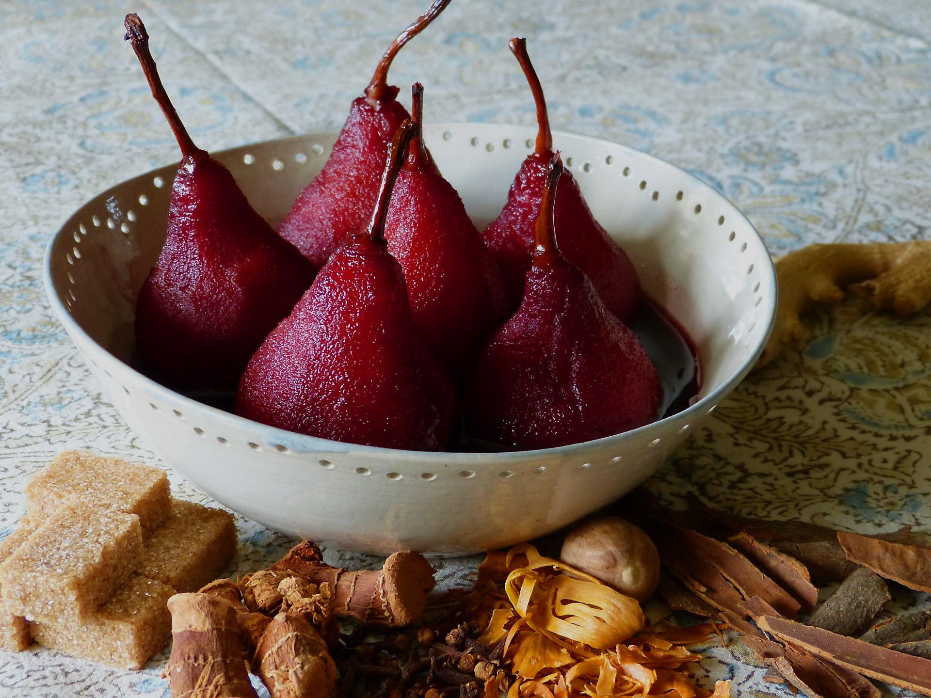 Recettes-poires-vin-rouge-epices-les-causeries-culinaires-ancetres-boutique-cours-cuisine-histoire