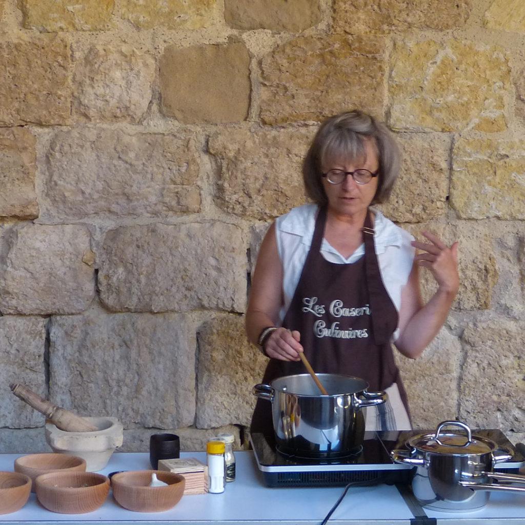 demonstration-de-cuisine-les-causeries-culinaires-cuisine-historique-sylvie-campech-flaran